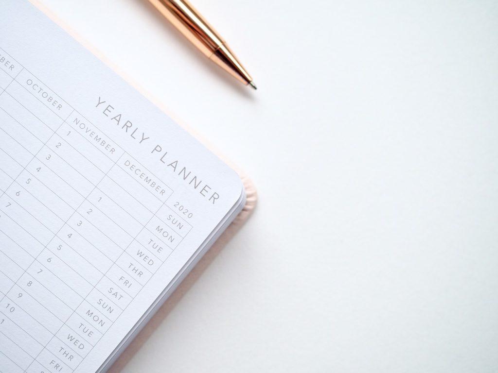新年用の手帳とペン