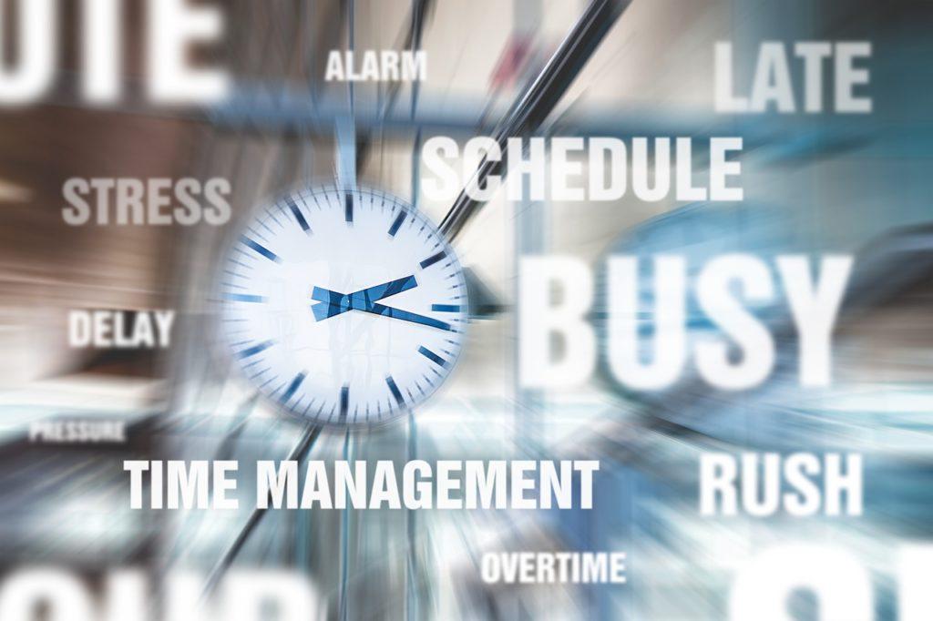 時計と「忙しい」「スケジュール」「ストレス」などの文字